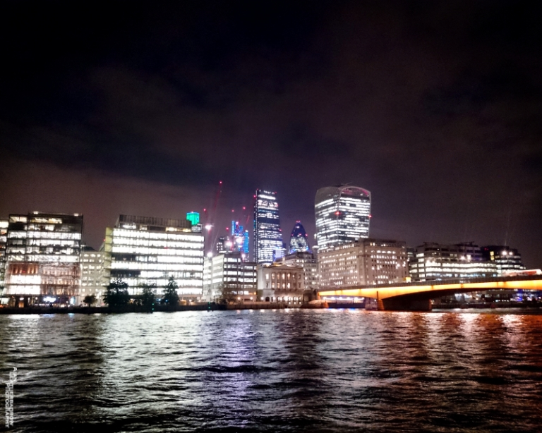 thamesatnight