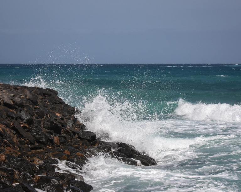 rocky-waves-7757
